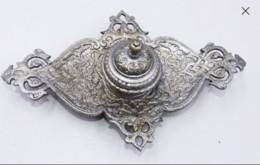 Encrier Style Oriental En Regule Argenté - Bronzes
