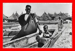 CPSM/pf  DAKAR (Sénégal)  Village De Pêcheurs..M812 - Sénégal