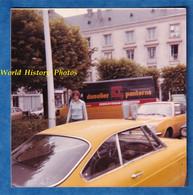 Photo Ancienne Snapshot - TOURS - Femme Prés D'une Auto - 1977 - Automobile Camion Publicitaire Dusolier Panterne - Automobiles