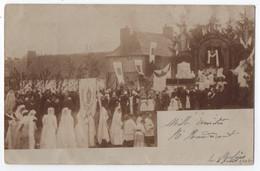 CARTE PHOTO ECRITE DE MOLINES (05) ? EN 1902 - PROCESSION RELIGIEUSE - FETE DIEU - PRIE DIEU ET AUTEL - RARE ?  - R/V - - A Identificar
