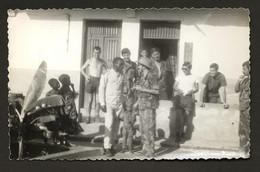 Fotografia Anos 60. Militares Com Soba Mateus. Guerra Ultramar ANGOLA. Vintage Photo Portuguese Soldiers COLONIAL AFRICA - Guerra, Militari
