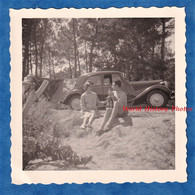 Photo Ancienne Snapshot - Couple Au Camping - Belle Automobile CITROEN Traction - Homme Torse Nu Femme Amour Mode - Automobiles