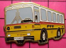 SP09 Pin's Pins / Beau Et Rare / THEME : TRANSPORTS / AUTOBUS SUISSE JAUNE ET BLANC PTT Grand Pin's - Transportation
