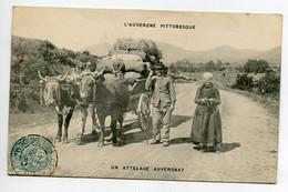 63 L'AUVERGNE PITTORESQUE Un Attelage Auvergnat Paysans Et Charette Boeufs Lourdement Chargée  1907 Timb   D11  2021 - Sin Clasificación
