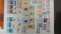 S201 Collection De Timbres Et Blocs ** De Différents Pays Dont Algérie. Quelques Oblitérés à La Fin. A Saisir !!! - Sammlungen (im Alben)