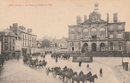 Sées : La Place De L'Hôtel De Ville ... Un Jour De Passassage Du 104ème ...d'Argentan. - Sees