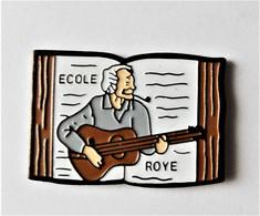 Pin's  Georges Brassens Ecole Roye - école Lycée Collège Personnalité - Personaggi Celebri