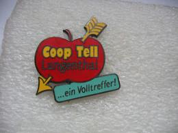 Pin's D'une Belle Pomme Rouge; Coop Tell De La Commune De Langenthal En Suisse - Alimentazione