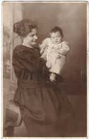 PERSONALISED POST CARD, MOTHER AND CHILD. USED POSTCARD Mm9 - Photographs