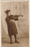 PERSONALISED POST CARD, CHILD PLAYING VIOLIN. USED POSTCARD Mm9 - Photographs