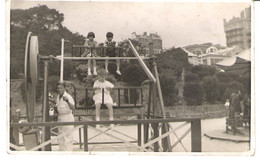 PERSONALISED POST CARD, CHILDREN PLAYING IN THE PARK. UNUSED POSTCARD Mm9 - Photographs