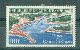 CÔTE-D'IVOIRE - POSTE AERIENNE N° 49** MNH. - Port De San Pedro.  Dentelé 13,5 X 13. - Costa De Marfil (1960-...)