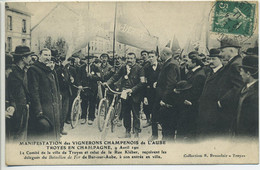 CPA 10 TROYES Manifestations Vignerons Champenois 9 Avril 1911 Comité Troyes & Rue Kléber Belle Animation Banderoles - Troyes