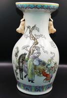 Vase Caligraphié A Decor De Personage - Porcelaine - Chine - XXie Siècle - Art Asiatique