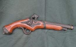 Rare Bouteille Liqueur De Collection Pistolet - Spirits