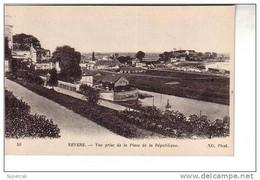 REF12.260  NIEVRE.  NEVERS. VUE PRISE DE LA PLACE DE LA REPUBLIQUE - Nevers