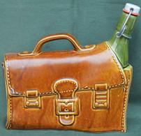 Rare Bouteille Liqueur De Collection Cartable Et Bouteille - Spirits