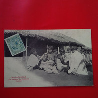 UN KABARY DE FEMMES BARAS FEMME NU - Madagascar
