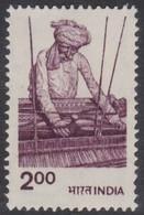 INDE -  Ouvrier Utilisant Un Métier à Tisser - Textile