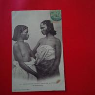 JEUNE FILLES DE LA TRIBU DES ZARAMANAMPY FEMME NU - Madagascar
