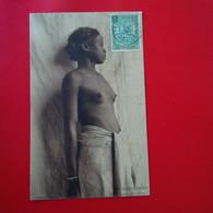 JEUNE FILLES BARA FEMME NU - Madagascar