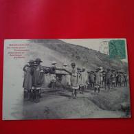 EN ROUTE POUR TANANARIVE FILANZANES ET BOURJANES PORTEURS TIMBRE MAYOTTE ET CACHET BATEAU - Madagascar
