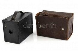 Cca 1931 Kodak Eastman No. 2. Brownie Box Kamera, Eredeti Bőrtokban, Kisebb Kopásokkal / Vintage Kodak Brownie Box Camer - Macchine Fotografiche