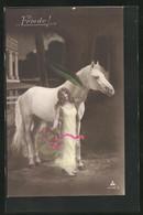 AK Schöne Frau Mit Zeichen Des Friedens Und Pferd - Eventos