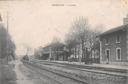 ROSSILLON - La Gare - Arrivée Du Train, Voie Ferrée - Philatélie Cachet En Pointillés Anglefort - Autres Communes
