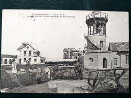 14 ,ver Sur Mer ,cour Intérieure Du Petit Trianon En 1904.....petite Marque Bas Gauche - Otros Municipios
