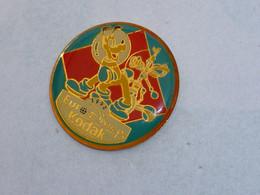 Pin's EURODISNEY KODAK, PLUTO DANS L ESPACE - Disney