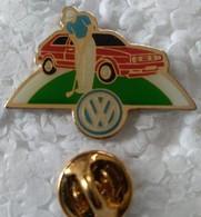 Pin's - Automobiles - Volkswagen - GOLF - Rouge - - Volkswagen