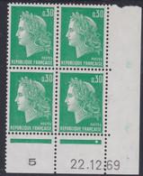 France N° 1611  XX Marianne  Cheffer : 30 C. Vert En Bloc De 4 Coin Daté Du  22. 12. 69, 1 Pt Blanc, Sans Charnière,TB - 1960-1969