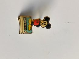 Pin's Mickey La Redoute - Disney