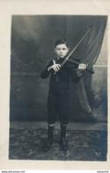 Carte-Photo : Portrait En Pied D'un Jeune Violonniste - Violon (Robert Dauvergne) (Paris 1913) - Persone Identificate