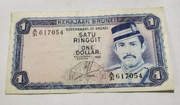 BRUNEI 1 Ringgit/Dollar , 1985. VF,  (p/h ). - Brunei