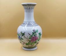Vase à Decor De Fleurs Et Volatiles Et Caligraphié Marque Rouge Au Revers - Art Asiatique