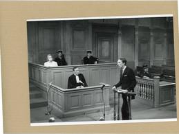 """Photo Originale . Les Comédiens  MONIQUE LEJEUNE . LUIS MASSON  Et PIERRE DEBAUCHE  Dans """" Messieurs Les Jurés """" - Célébrités"""