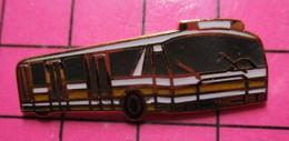 SP06 Pin's Pins / Beau Et Rare / THEME : TRANSPORTS / AUTOBUS DE L'AEROPORT DE GENEVE Tirage Numéroté 055 - Transportation