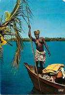 CPSM Souvenir D'Afrique Femme Seins Nus Sur Pirogue-Beau Timbre      L605 - Non Classés