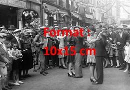 Reproduction D'une Photographie Ancienne Du Bal Du 14 Juillet Dans Les Rues De Paris En 1929 - Reproductions