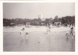 Old Real Original Photo - Naked Man Woman Little Girl Nude Boy In The Sea - Ca. 12.9x8.9 Cm - Anonymous Persons