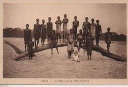 ECOLIERES  SUR LE BAN DE SABLE - Gabon