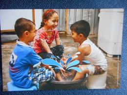"""CP - UNICEF """"Mouillons-nous"""" (3 Enfants Et Bassine) - Other"""