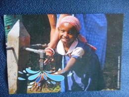 "CP - UNICEF ""Mouillons-nous"" (petite Fille Et Robinet) - Other"