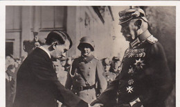 AK Reichspräsident Hindenburg U Reichskanzler Hitler Begrüßen Sich 21.3.33 In Potsdam - Werbestempel Feuer 1940 (56211) - Hombres Políticos Y Militares