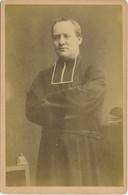 CABINET - Portrait D'un Prêtre Bras Croisés Vers 1900 (par Vve A. DOMIN à Caen) (BP) - Old (before 1900)