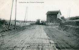 Collection Circuit D'Auvergne - 92. DE PONTGIBAUD A CLERMONT-FERRAND - PASSAGE à NIVEAU Du CRATERE - Otros Municipios