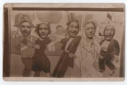 CARTE PHOTO MONTAGE : SURREALISME - LES MARIES SORTENT DE LA MAIRIE - MAIRE & TEMOINS - NOUVEAU NE -z 2 SCANS Z- - Photographs