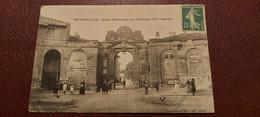 Ancienne Carte Postale - Peyrolles - Cour Intérieure Du Chateau Xv E Siecle - Altri Comuni